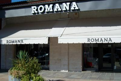 Romana Abbigliamento, facciata negozio